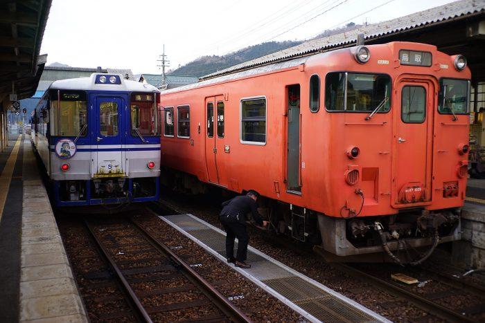 智頭駅:HOT3500形とキハ47形