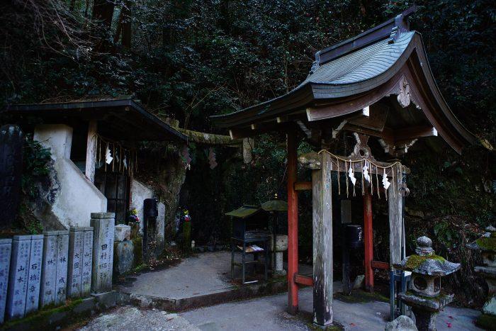 狸谷山不動院/お滝全景