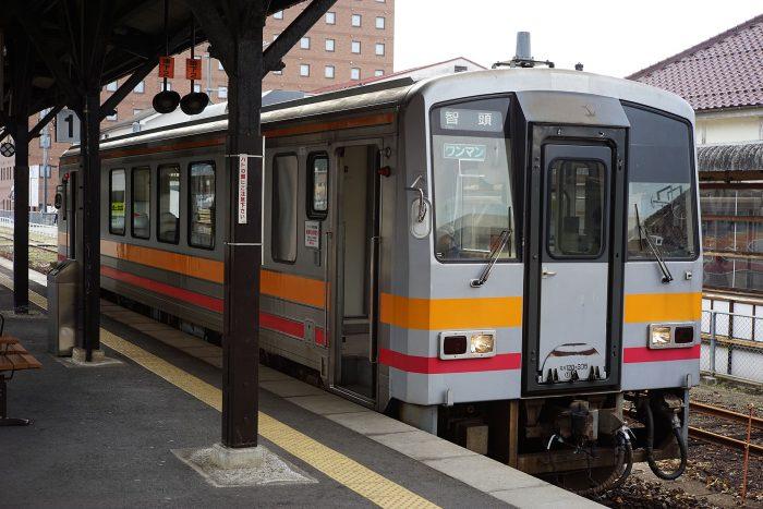 津山駅:キハ120形②