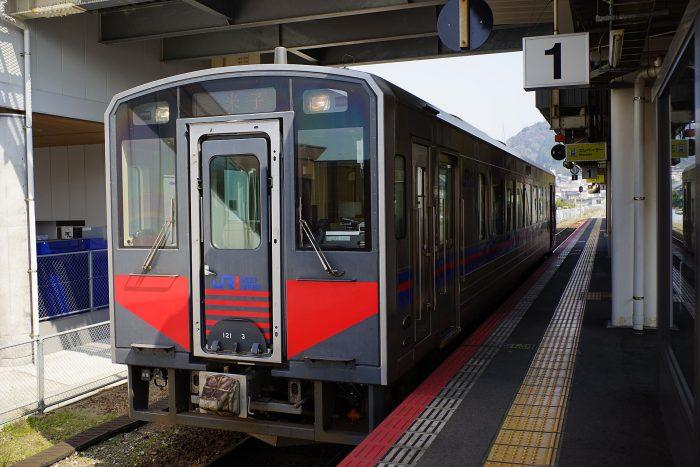 倉吉駅:キハ121形