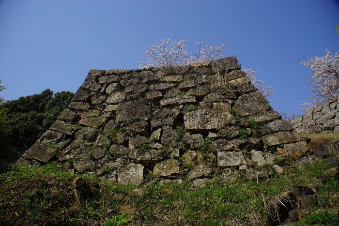 古い石積み