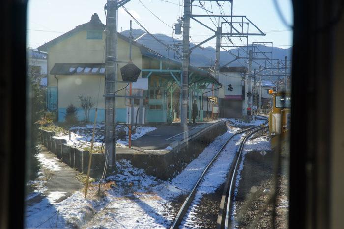 車窓から見た中塩田駅